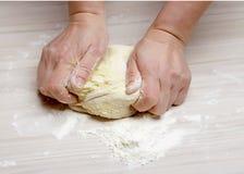 Massa de pão de amasso Foto de Stock