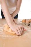 Massa de pão de amasso da massa Foto de Stock Royalty Free