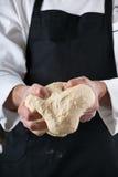 Massa de pão de amasso do cozinheiro chefe Imagem de Stock Royalty Free