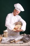 Massa de pão de perfuração do padeiro Foto de Stock Royalty Free