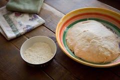 Massa de pão e farinha Foto de Stock