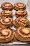 Massa de pão fresca de Rolls da canela Imagens de Stock Royalty Free
