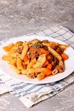 Massa de Penne no molho de tomate com carne Molho bolonhês Imagem de Stock Royalty Free