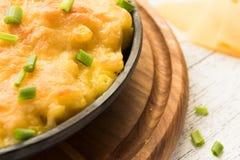 Massa de queijo cozida no fundo de madeira Fotos de Stock Royalty Free