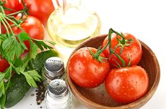 Massa do ajuste com tomate e alho Fotografia de Stock Royalty Free