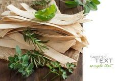 Massa e ervas Wholegrain do artesão Imagem de Stock