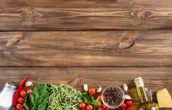 Massa e ingredientes italianos para cozinhar Vista superior foto de stock