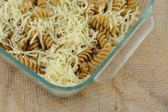 Massa e queijo de Rotini fotos de stock