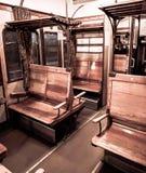Massa, Italia, el 26 de diciembre de 2018 - carro de madera del pasajero, del tren de la locomotora de vapor de 1911 imagen de archivo