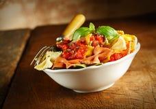 Massa italiana colorida deliciosa do laço Fotos de Stock