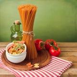 Massa italiana com tomates imagens de stock
