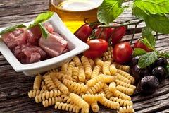Massa italiana de Fusilli com ingredientes dos swordfish Foto de Stock Royalty Free