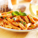 Massa italiana do penne no molho de tomate Foto de Stock