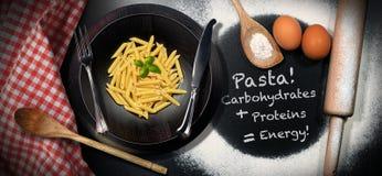 Massa italiana - energia das proteínas dos hidratos de carbono imagens de stock royalty free