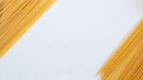 Massa italiana, espaguete na tabela branca Imagem de Stock Royalty Free
