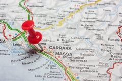 Massa Kararyjski przypięty na mapie Włochy obrazy royalty free