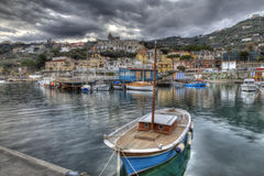 Massa Lubrense, итальянский рыбацкий поселок, гавань HDR Стоковое Изображение