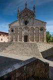 MASSA MARITTIMA, ITALIEN - Maj 14, 2017: medeltida stad i Italien, t Arkivfoton
