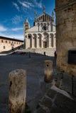 MASSA MARITTIMA, ITALIEN - Maj 14, 2017: medeltida stad i Italien, t Royaltyfri Bild