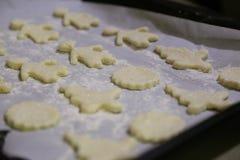 Massa para cookies de cozimento imagens de stock royalty free