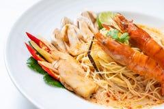 massa picante dos espaguetes dos camarões (Tom Yum Goong fotos de stock