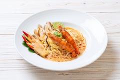 massa picante dos espaguetes dos camarões (Tom Yum Goong fotos de stock royalty free