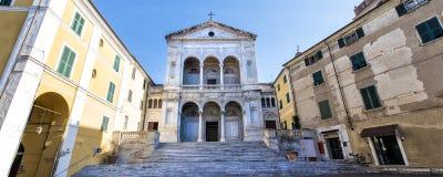 Massa St Peter och Francis domkyrkaDuomo Massa-Carrara tuscany italy arkivbilder