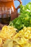 Massa, vegetais, ovo, vinho Imagens de Stock Royalty Free