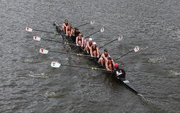 Massachusetts Institute of Technology corre nella testa del campionato Eights di Charles Regatta Women Fotografia Stock Libera da Diritti