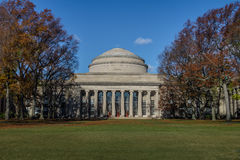 Massachusetts Institute of Technology MIT-kupol - Cambridge, Massachusetts, USA royaltyfri foto