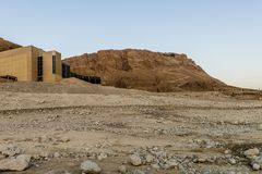 Massada古老堡垒的废墟在山的在死海附近在南以色列 库存照片