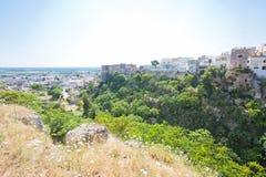 Massafra, Apulien - idyllisches mittleres gealtertes Dorf in der hinteren Zählung lizenzfreies stockbild