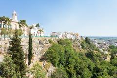 Massafra, Apulien - Kirche und Park errichtet auf den Bergen für sa lizenzfreie stockfotografie