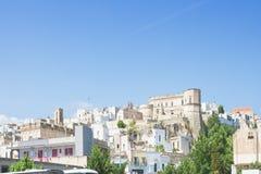 Massafra, Apulien - Skyline des mittleren gealterten Dorfs in Italien lizenzfreie stockfotos