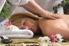 Massage à la station thermale image libre de droits