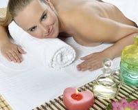 Massage à la station thermale de jour photographie stock libre de droits