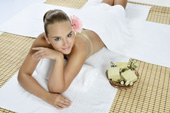 Massage à la station thermale de jour photos libres de droits