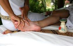 Massage av ben Royaltyfri Fotografi