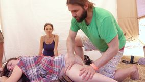 Massage av det gravid stock video