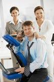 Massage bei der Arbeit lizenzfreie stockbilder