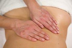 Massage bij lumbaal gebied Stock Fotografie