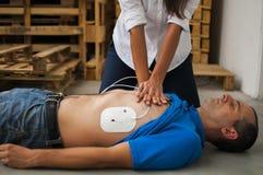 Massage cardiaque image libre de droits
