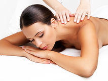 Massage. Close-up van een Beautiful Woman Getting Spa Behandeling stock foto