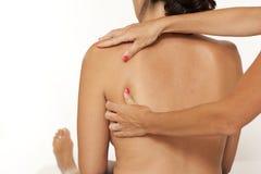 Massage d'épaule Image libre de droits
