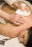 Massage d'Ayureda avec des herbes Photos libres de droits