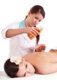 Massage de belle jeune femme. Photos libres de droits