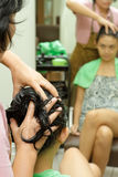 Massage de cheveu photographie stock