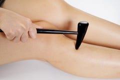 Massage de jambe avec le bâton Photographie stock