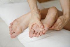 Massage de jambes Photo stock