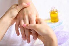 Massage de main Photographie stock